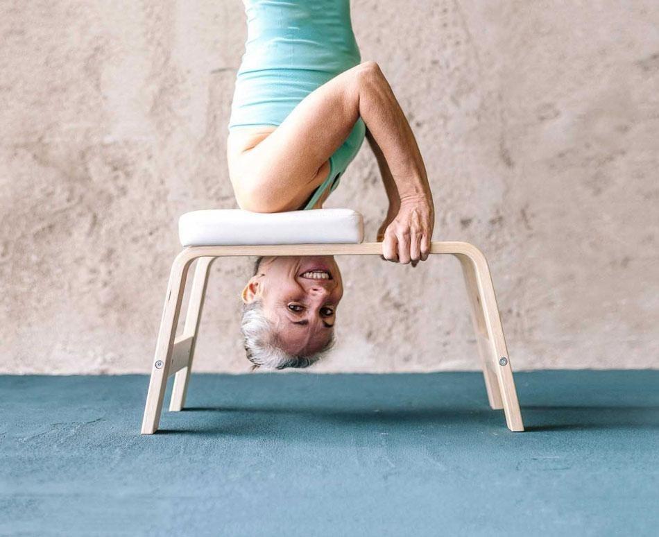 Übe Kopfüber-Haltungen mit dem FeetUp