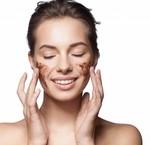 Hoe gebruik je een gezichtsscrub?