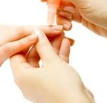 Hoe verwijder je ribbels in de nagels?