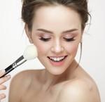 Hoe zorg je ervoor dat je make-up niet in je rimpels gaat zitten.