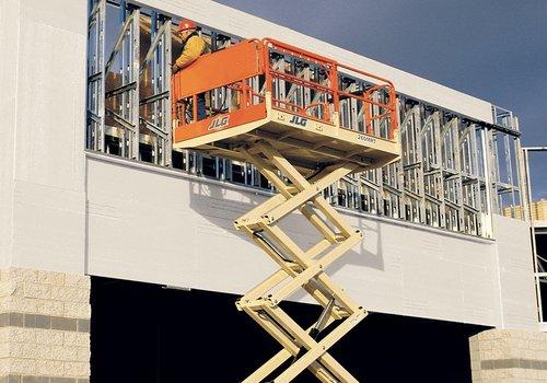 Diesel Schaarlift 9,7 meter huren