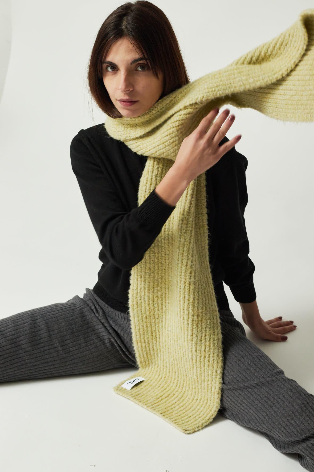 Chardonnay scarf AMT studio,-4