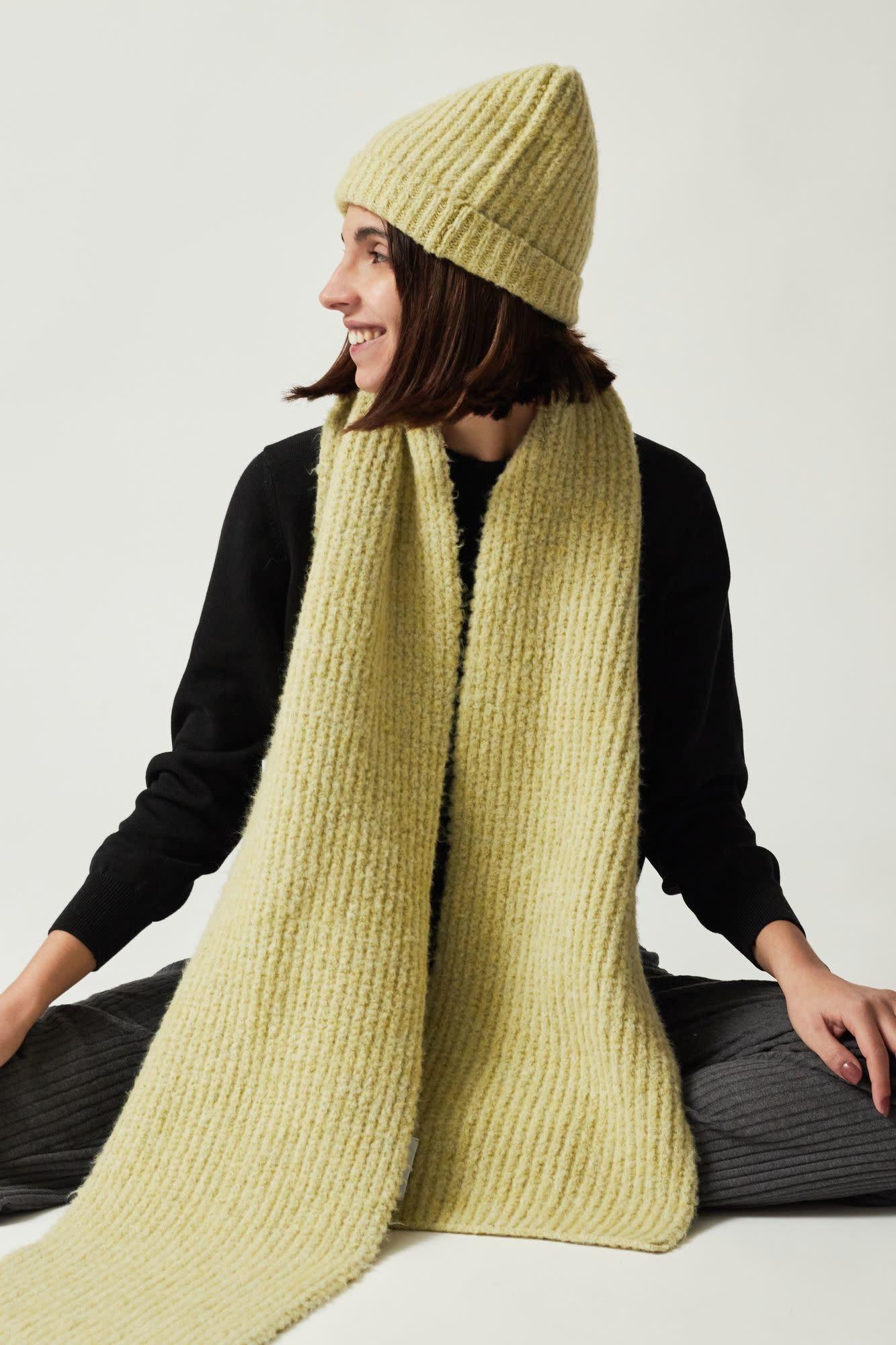 Chardonnay scarf AMT studio,-5
