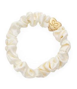 BY ELOISE LONDON | Zijden scrunchie met gouden hart - Cream