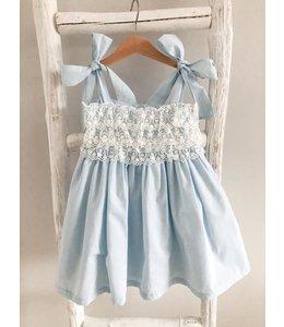 LIL & LOU | Prachtig jurkje met kant - LICHTBLAUW