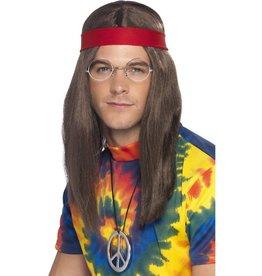 Hippie Man Set, bruin, met pruik, bril, hanger en rode haarband.