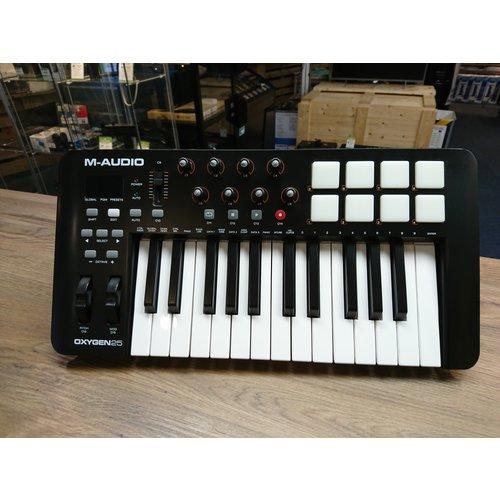 M-Audio Oxygen 25 MK4 MIDI keyboard