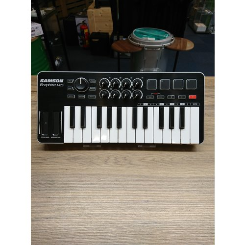 Samson Graphite M25 USB MIDI keyboard