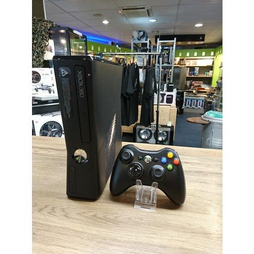 Microsoft Xbox 360 Slim 4GB
