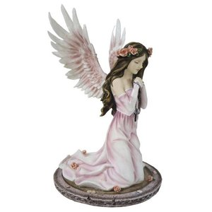 Studio Collection Angel Rosaria praying with rosary