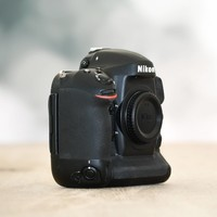 Nikon D4S -- 143 kliks