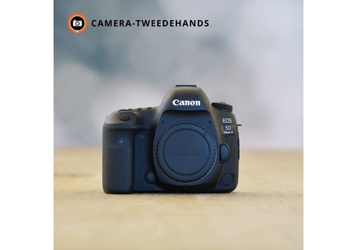 Canon 5D mark IV -- 15.957 kliks