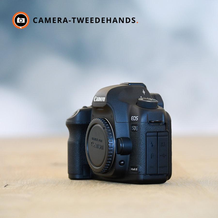 Canon 5D Mark II -- 166.143 kliks