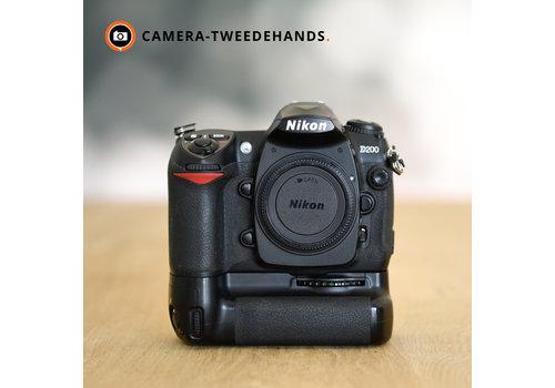 Nikon D200 + MB-D200 -- Slechts 24860 kliks
