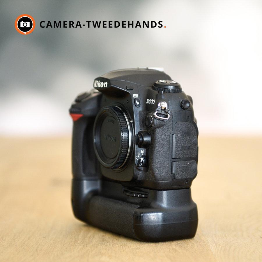 Nikon D200 + MB-D200 grip -- Slechts 24860 kliks