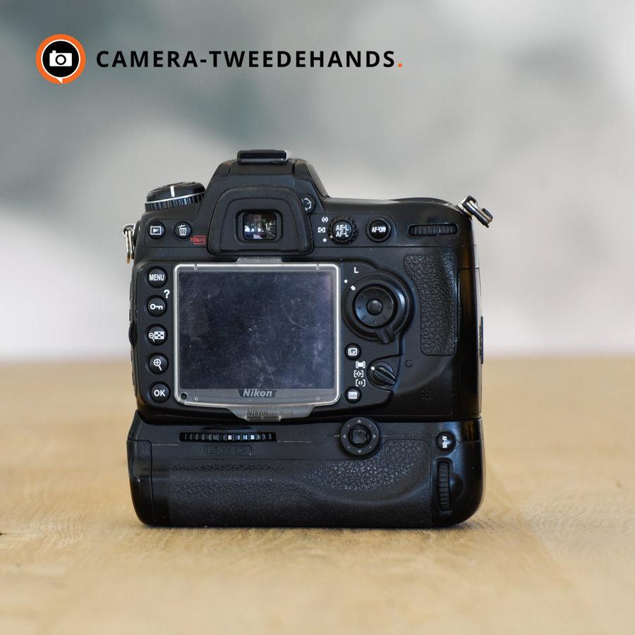 Nikon D300s + MB-D10 -- 17842 kliks