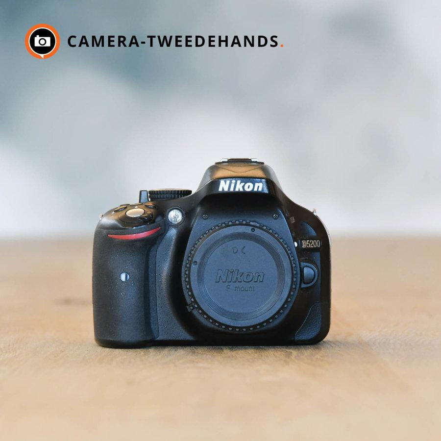 Nikon D5200 -- 11.093 kliks