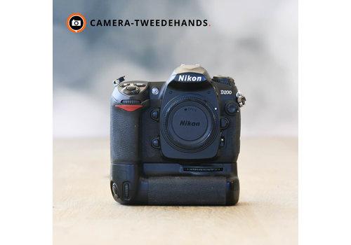 Nikon D200 -- 18877 kliks