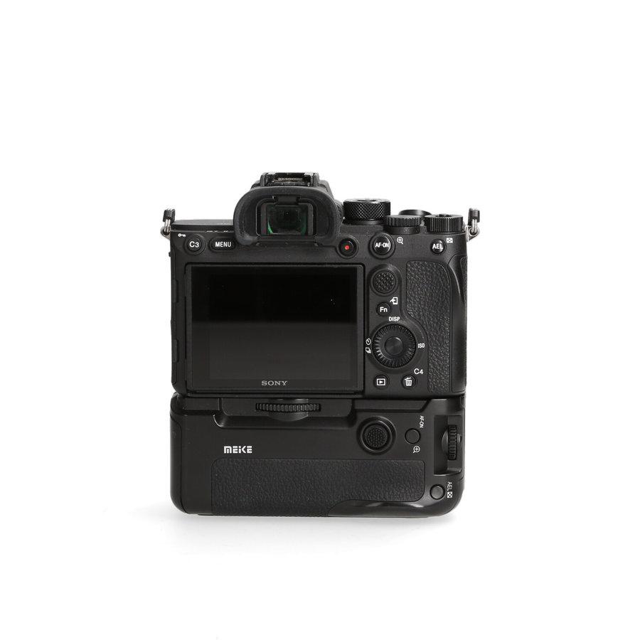 Sony A7R IV + Meike Grip - 909 kliks