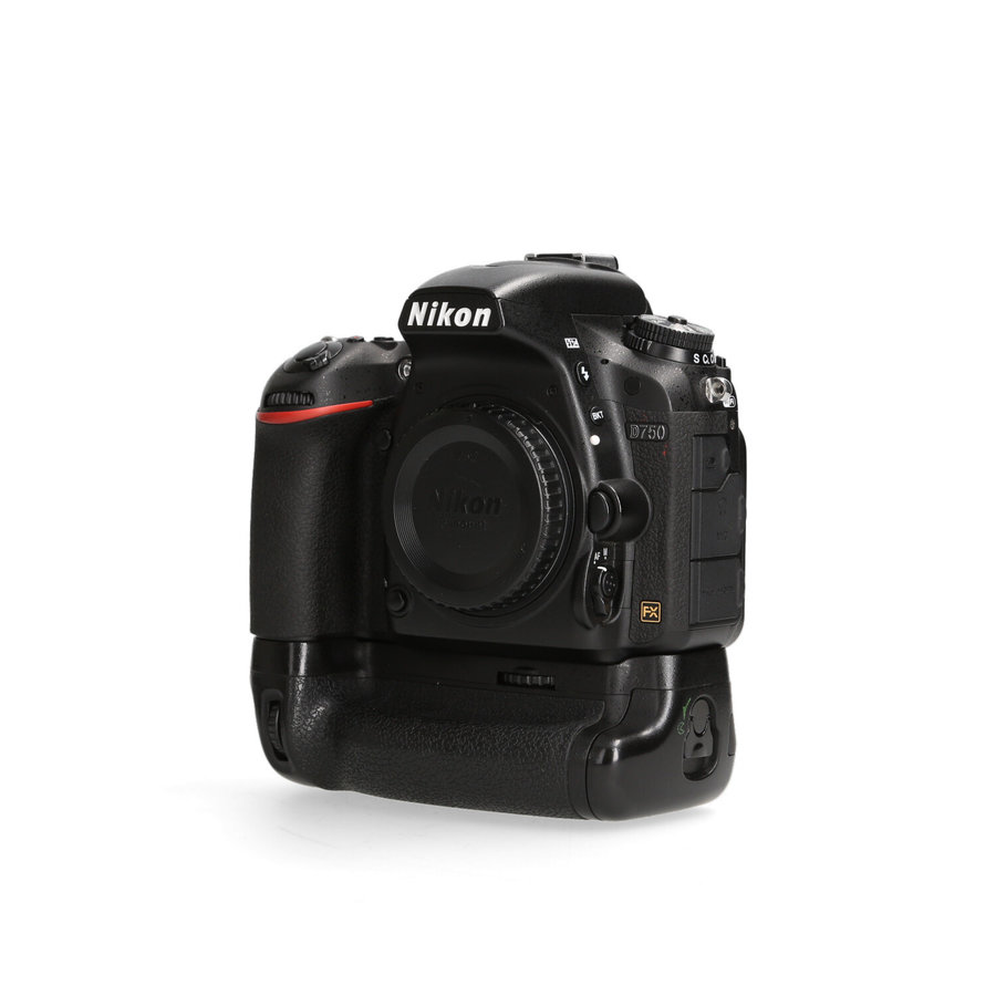 Nikon D750 + MB-D16 - 32.659 Kliks