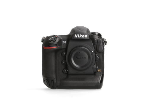 Nikon D5 -- 61.182 kliks