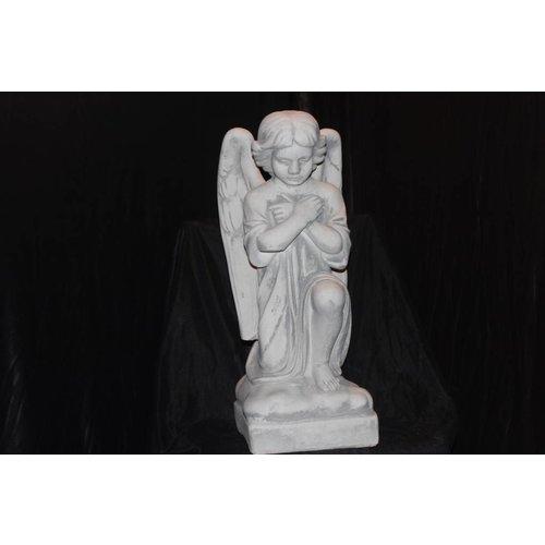 Knielende Engel  in gebed