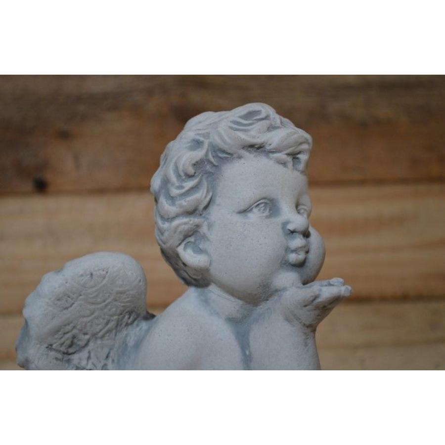 Engel geeft handkus-4