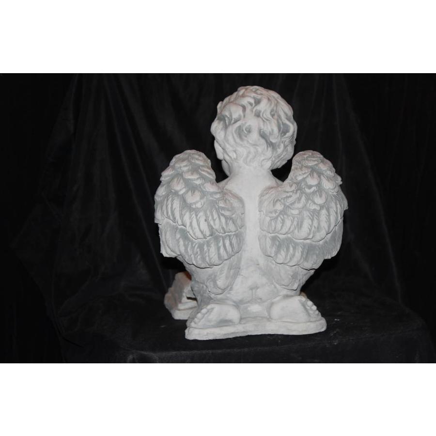engel zittend op een boek-5