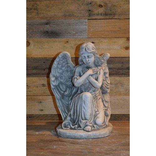 Engel met de armen gekruist