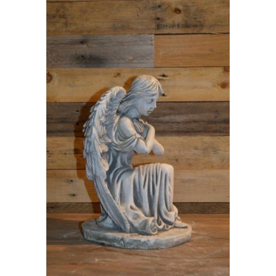 Engel met de armen gekruist-2
