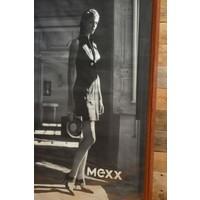 thumb-Eiken schilderijlijst met een poster erin van Mexx-3