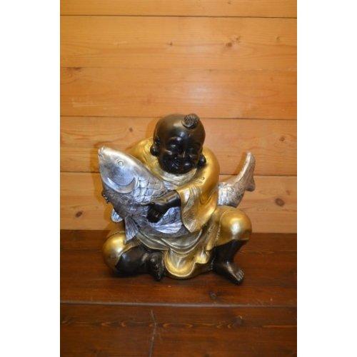 Boeddha met  koi karper in zijn handen