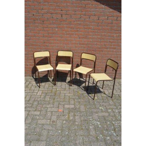 4 vintage stapelstoelen