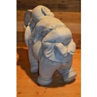 thumb-Monnik liggende op een olifant-4