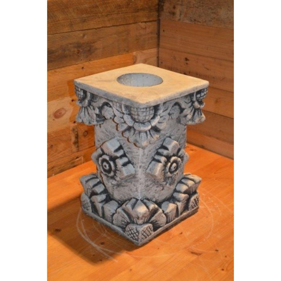 Pilaarvoor beeld of vaas-1