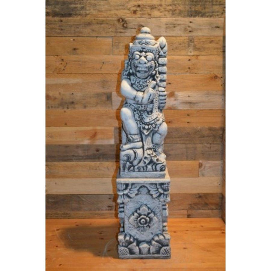 Balinese tempelwachter rechts kijkend + pilaar-1