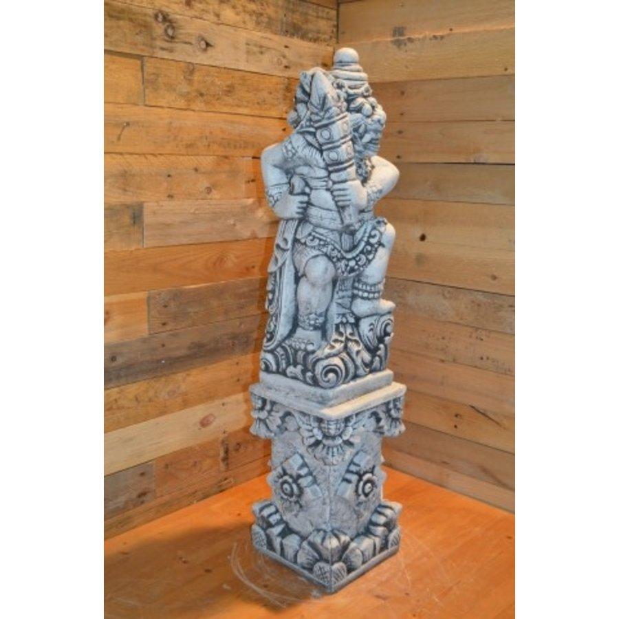 Balinese tempelwachter links kijkend + pilaar-2