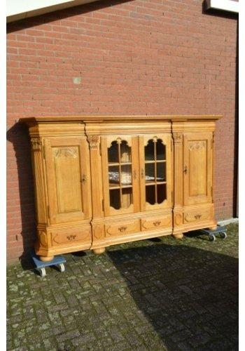 Kasteel dressoir robuust ambachtelijk met houtsnijwerk