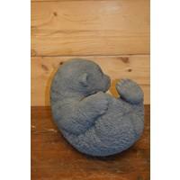 thumb-Pandabeer liggend op zijn rug-3