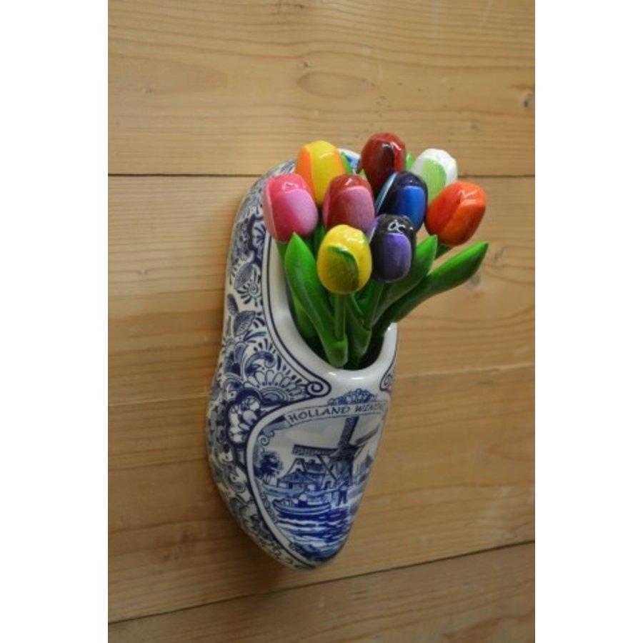 Klomp van aardewerk met houten tulpen-1