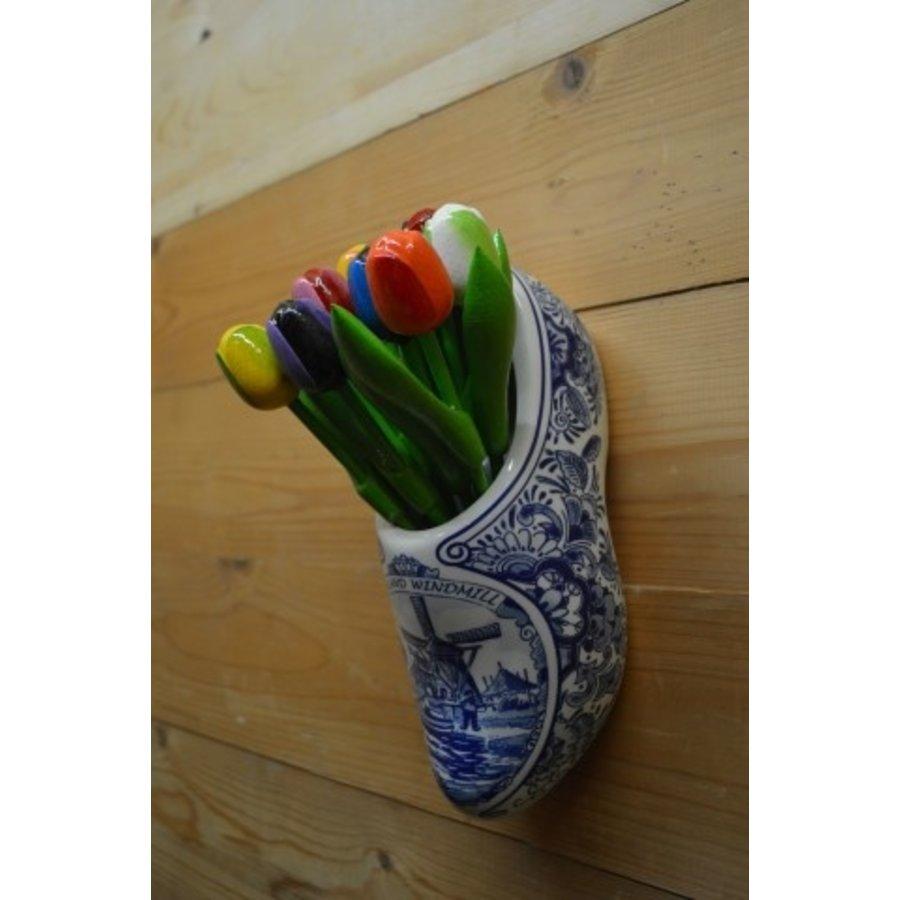 Klomp van aardewerk met houten tulpen-3