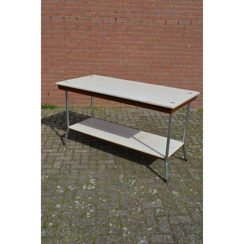 Werktafel uit een stoffenhandel retro model