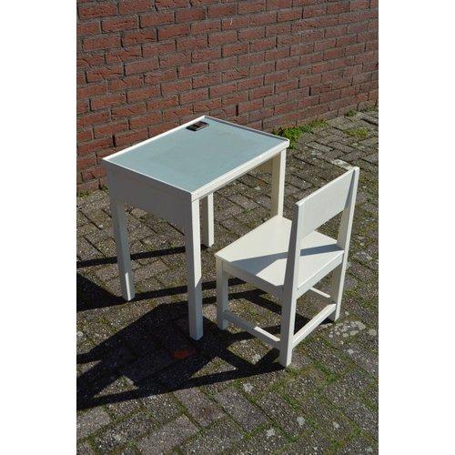 Retro schooltafeltje met stoeltje
