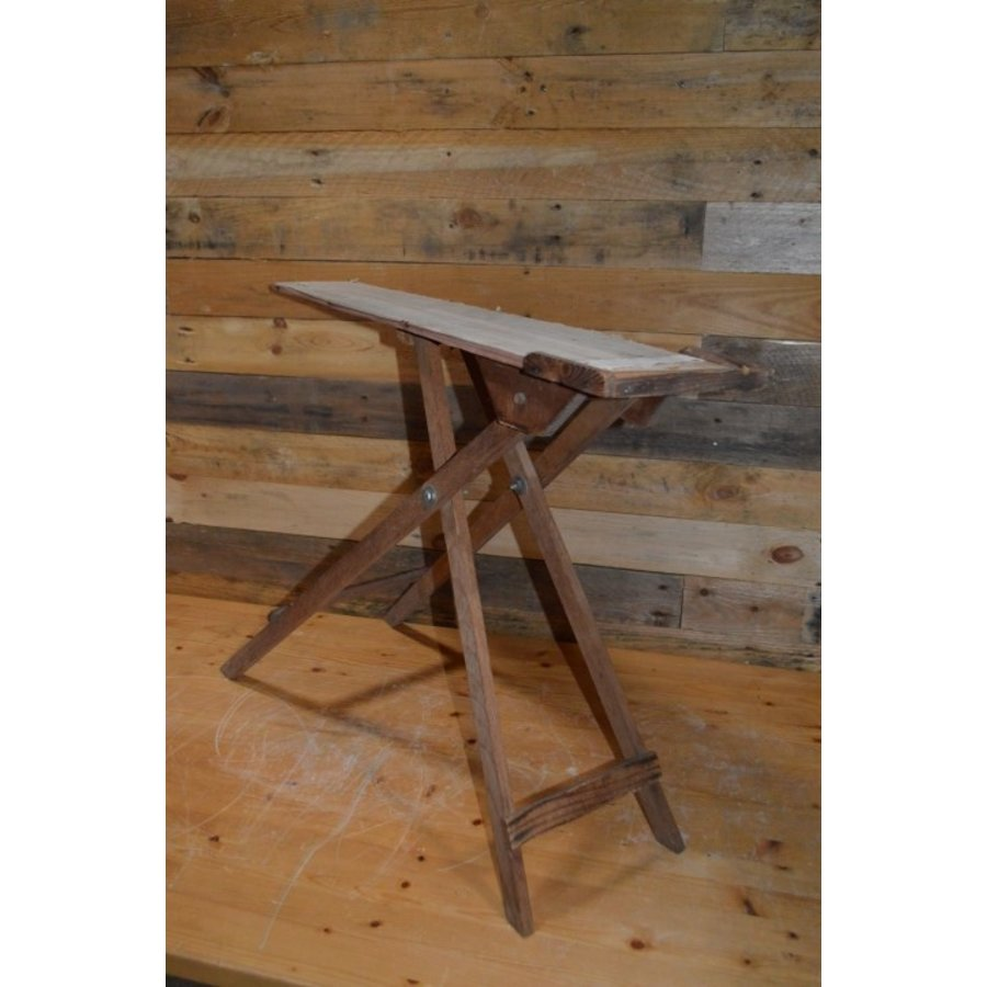 Ouderwets kinder strijkplankje van hout-1