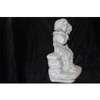 thumb-Jongen en meisje knuffelend  op het bankje-2