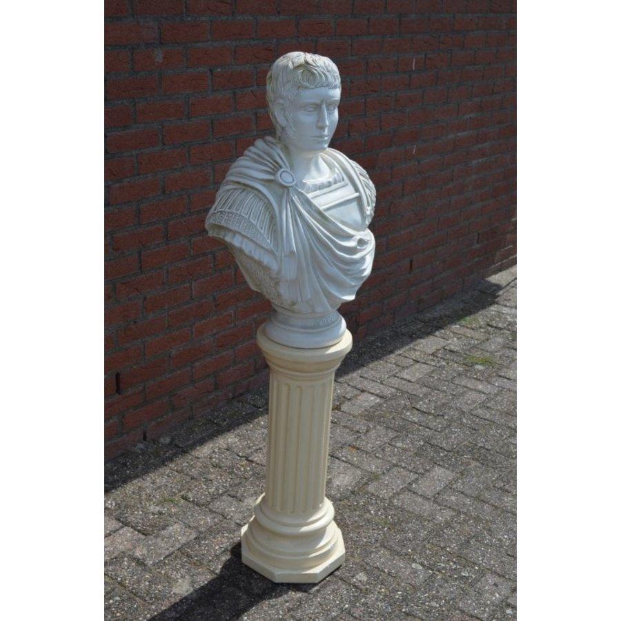 Caesar buste op pilaar-2