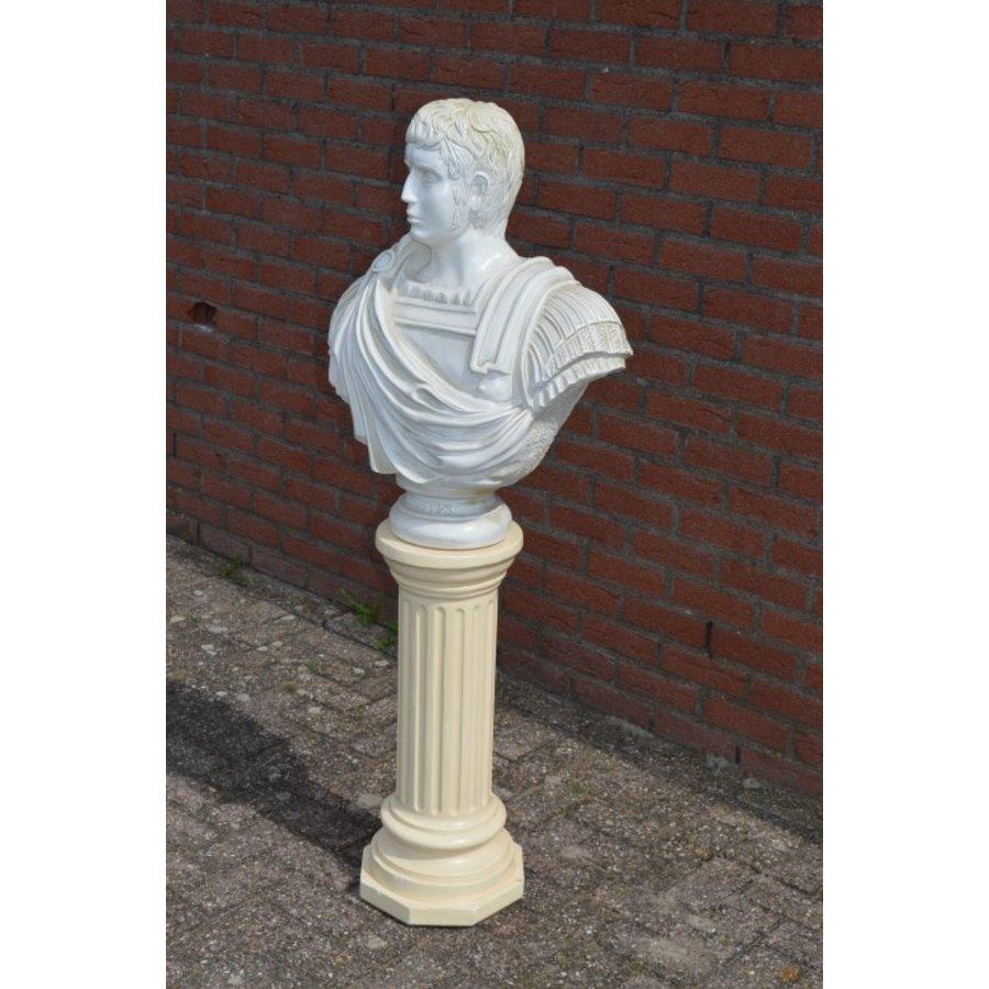 Caesar buste op pilaar-5