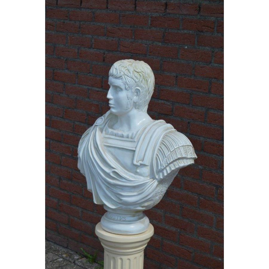 Caesar buste op pilaar-6