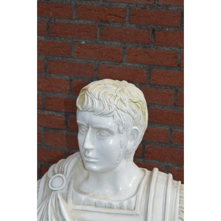 Caesar buste op pilaar-7