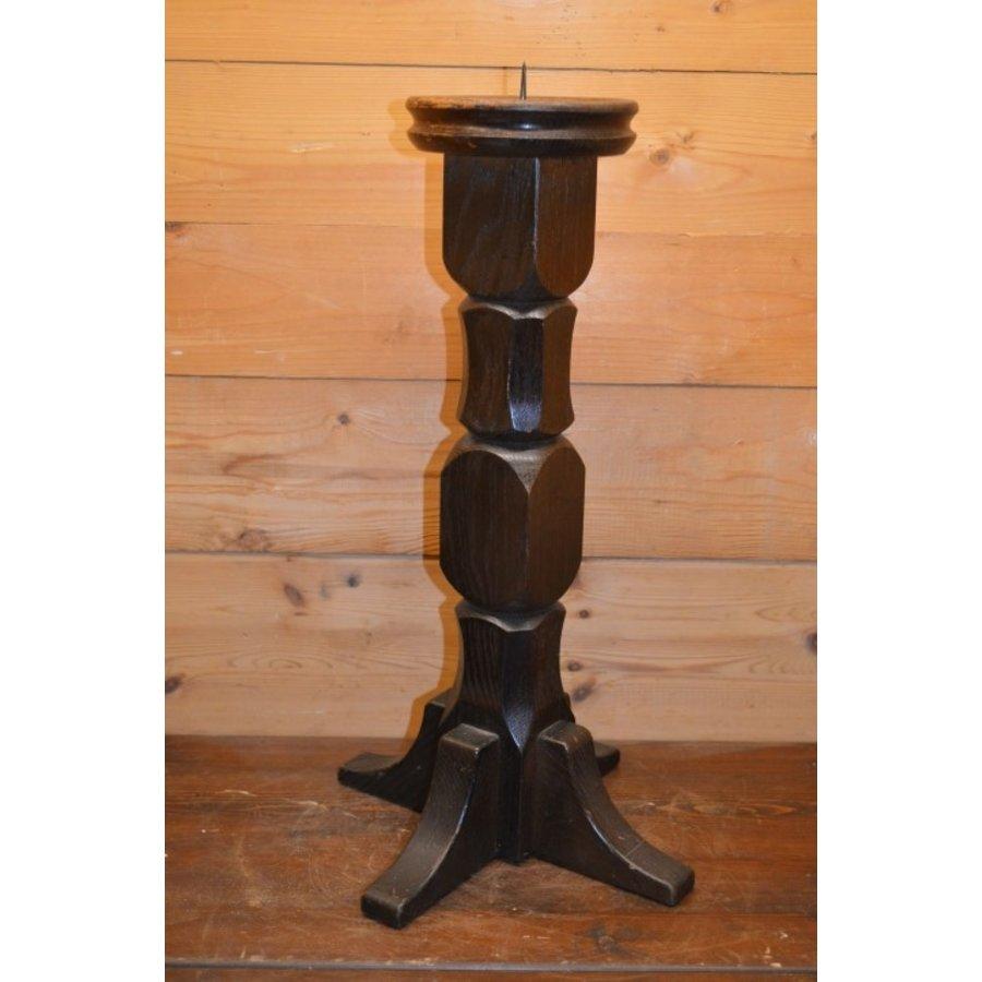 Kandelaar van eikenhout voor een kaars in een donkere kleur-1